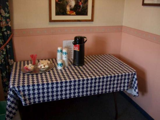 Howes Cave, État de New York : Continental breakfast