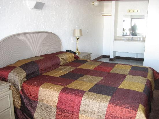 Bonneville Inn: Room with one king bed