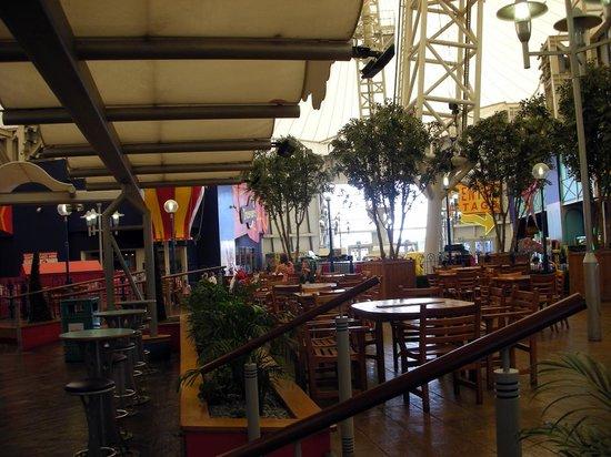 Butlin's Bognor Regis Resort: Coffee shop early morning