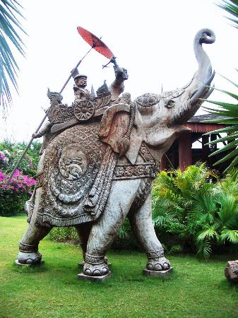 The Hotel at Tharabar Gate: Carved wood sculpture of King Anawratha, the founder of Bagan