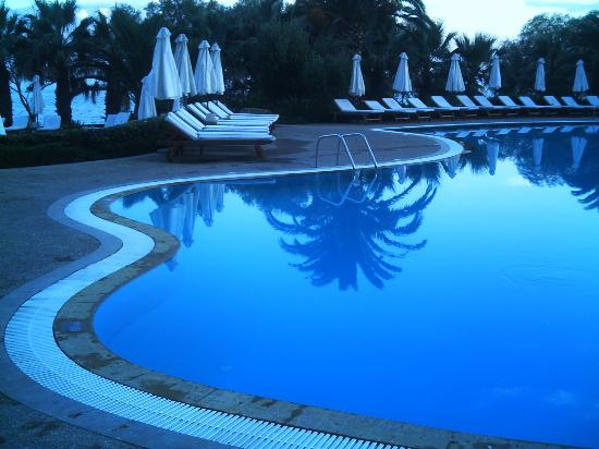 Sani Beach: Pool at night