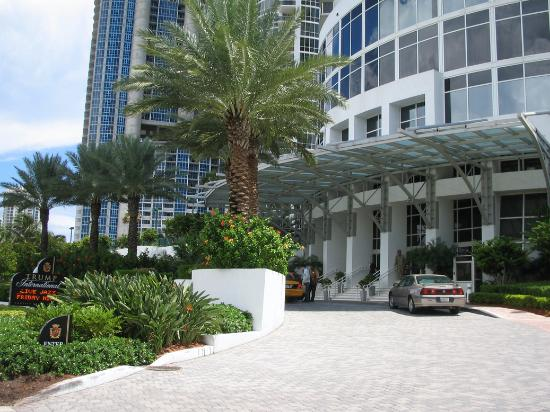 Trump International Beach Resort Sonesta Entrance