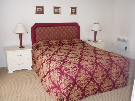Chateau Blanc Suites: Bedroom