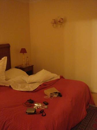 L'Assiette Champenoise: Olive - 1st floor superior room showing bedroom