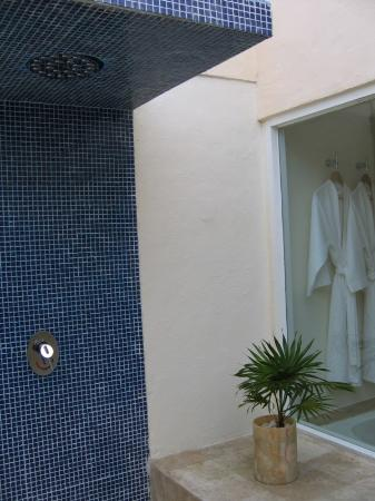 Presidente Inter-Continental Cozumel Resort & Spa: Only took outdoor showers all week