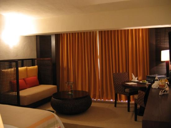Presidente Inter-Continental Cozumel Resort & Spa: For a non-suite, a nice-sized room.