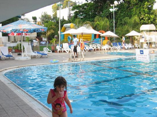 Carlton Nahariya: Pool