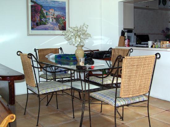 Villas on Great Bay : Dining area on main floor