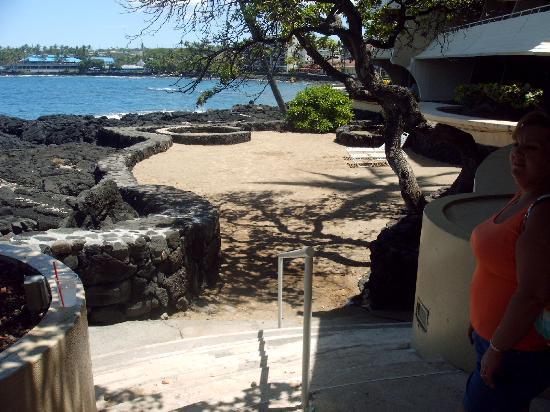Royal Kona Resort: wedding site--sandy beach
