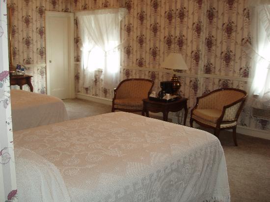 Glens Falls, estado de Nueva York: room is on 1st floor w/ 2 queen beds