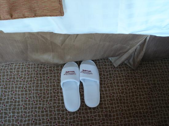 The Savoy Hotel: Wonderful slippers and terry robes!