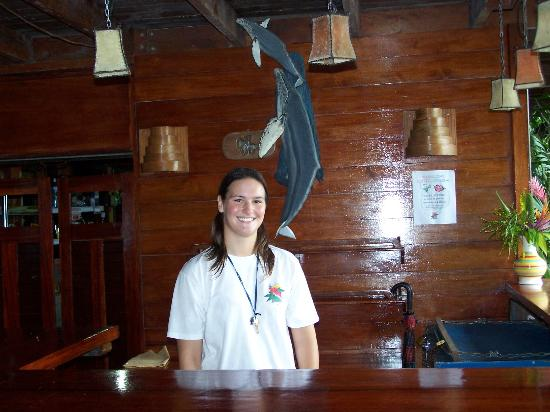 Jinetes de Osa Hotel: Employee Jessica behind the bar