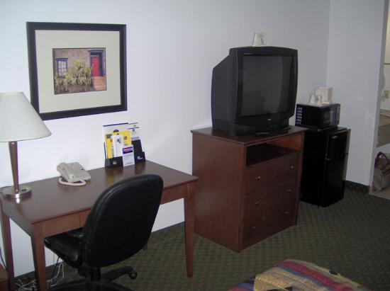 BEST WESTERN Parker Inn: La télé et le bureau