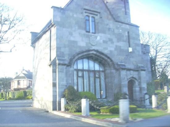 Entrance toClontarf Castle near Brian Boru's Well