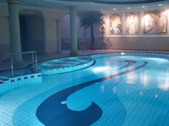 Hotel Hanseatic Rugen und Villen : Hotel pool.  Beautiful but flash not working.