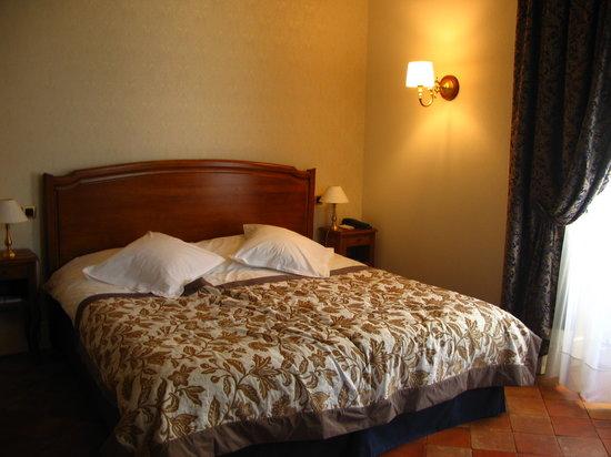 Relais Royal: Chambre 102 lit