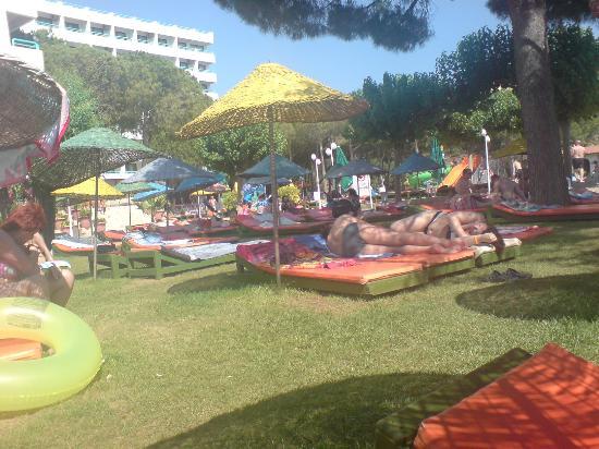 Grand Efe Hotel: Garten