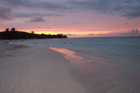 Flamenco Beach: atardecer en Flamenco