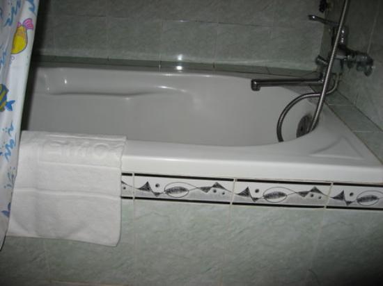 Phi Vu Hotel: more shower