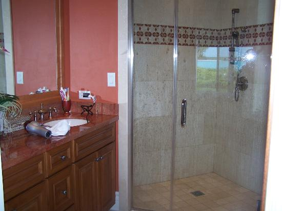 Grand Isle Resort & Spa: master bath