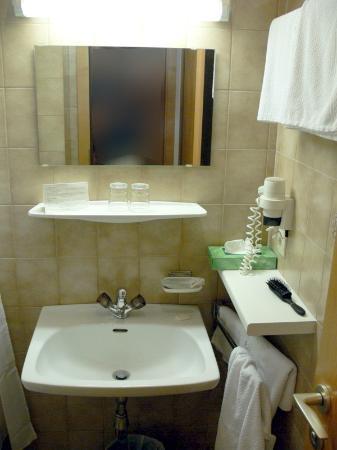 Gasthof Weisses Rossl: Bathroom