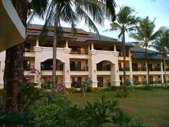 Khaolak Orchid Beach Resort : spacious balconies to each room