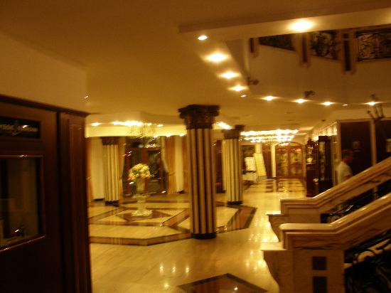 Helena Sands Hotel: Inside the Helena Sands, just outside the Restaurant.. sorry its blurred!