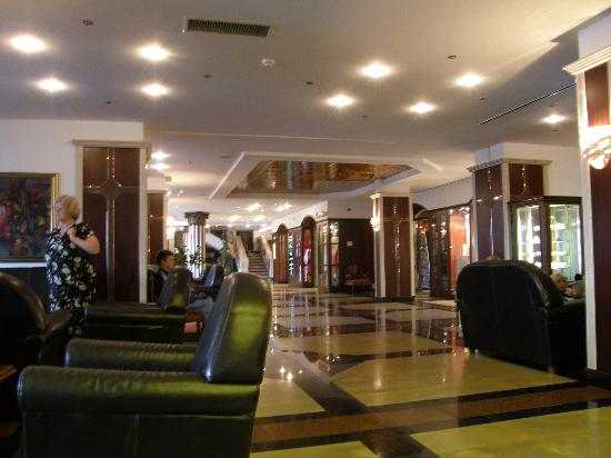 Helena Sands Hotel: Inside the Helena Sands, in the Lounge Bar