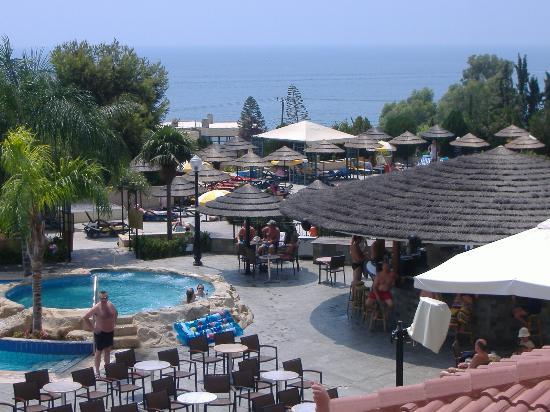 Atlantica Bay Hotel: pool area