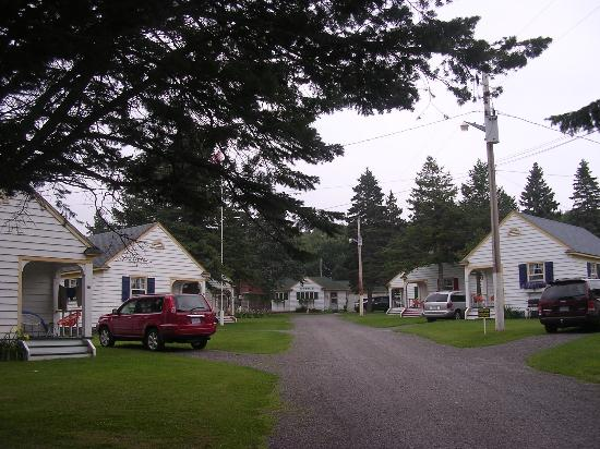 Green Gables Bungalow Court Cottages: View from the entrance