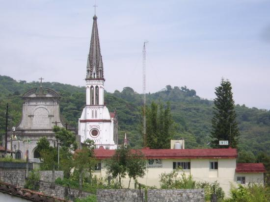 Hotel Posada Cuetzalan: The Jarritos church seen from the premises