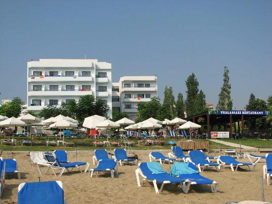 Iliada Beach Hotel: Hotel view from beach