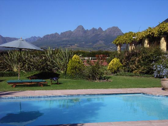 Lyngrove Wines and Guesthouse: Pool tward Hottentots