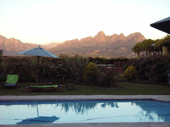 Lyngrove Wines and Guesthouse: Pool at sunset