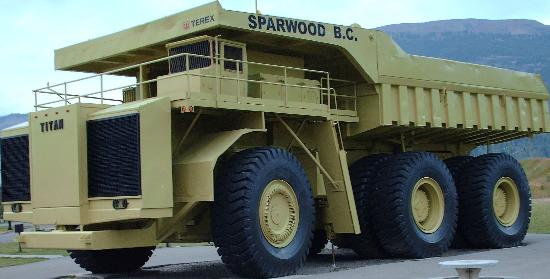 Causeway Bay Hotel Sparwood: The world's largest truck