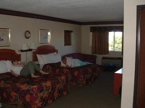 Days Inn Sault Ste Marie MI: room