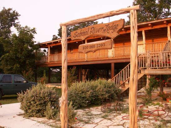 Sabinal River Lodge: Front Entrance