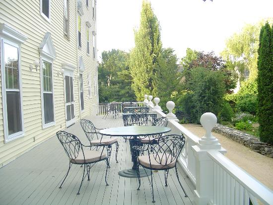 The Castine Inn: Perfect perch for a glass of wine and a quiet read