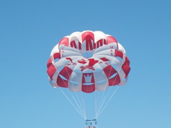 Caborey Sky King Parasailing: Sky King parasailing - in the air