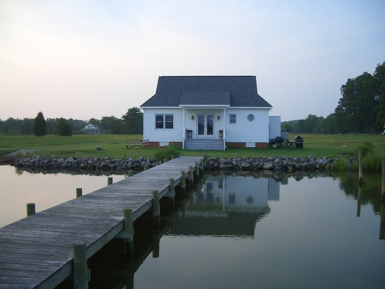Inn at Warner Hall: the boat house, just a stroll from the hotel