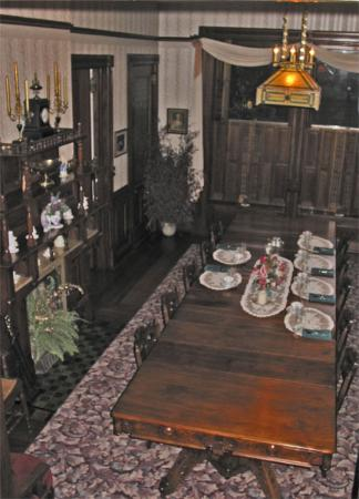 Squiers Manor B&B: The Dining Room