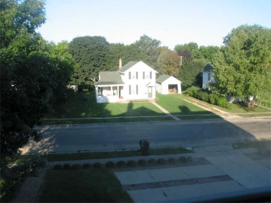 Squiers Manor B&B: Parking Area (foreground), Side Street Neighbor