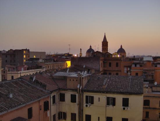 Amoroma Bed & Breakfast: view from Amo Roma at night