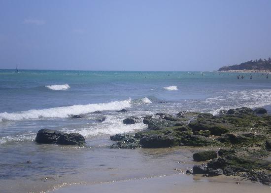 SBH Crystal Beach Hotel & Suites: Playa a la izquierda del hotel