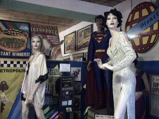 Metropolis, IL: Villianesses' Costurmes From Superman Movies