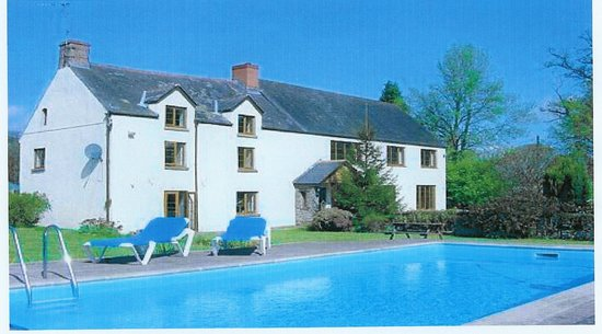 Mitchel Troy, UK: Church Farm & swimming pool.
