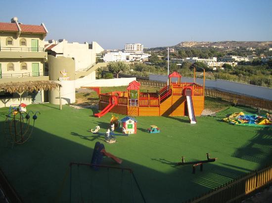 Plaine de jeux pour enfants picture of virginia hotel for Rhodos koskinou
