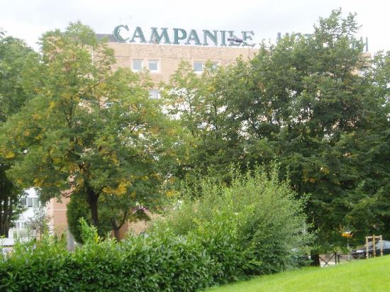 Campanile Paris Ouest - Nanterre - La Defense : View from the park