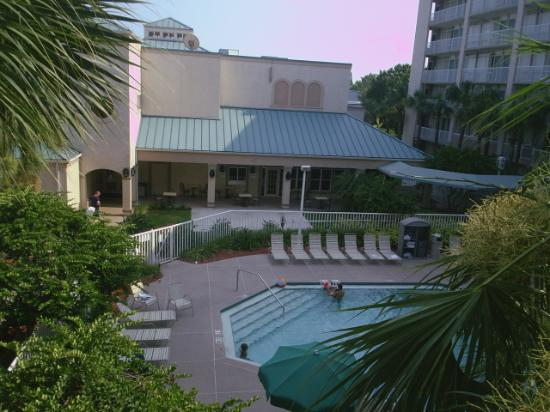 Canada Drive Hotel and Suites: Quality Suites Pool & Breakfast Room