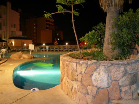 Kilimanjaro Hotel: piscina